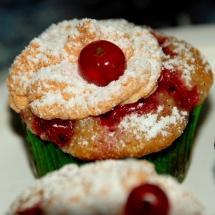 Mini-Muffins mit Johannisbeeren und Baiser