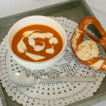 Würzige Karottensuppe mit Ingwer, Curry, Mandarinensaft