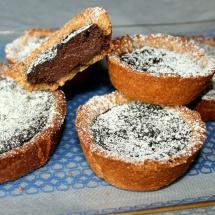 Schoko-Tartelettes mit Vollkorn-Mascobado-Teig