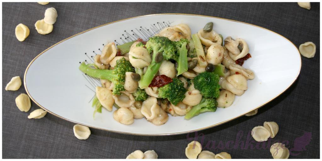 Pasta AOP plus Broccoli, Kapern, getr