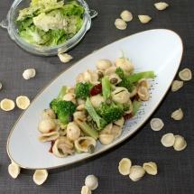 gepimpte Pasta AOP mit Broccoli, getr. Tomaten, Sardellen und Kapern