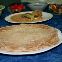 Wraps aus selbstgemachten Tortillas mit Auberginenmus & Halloumi