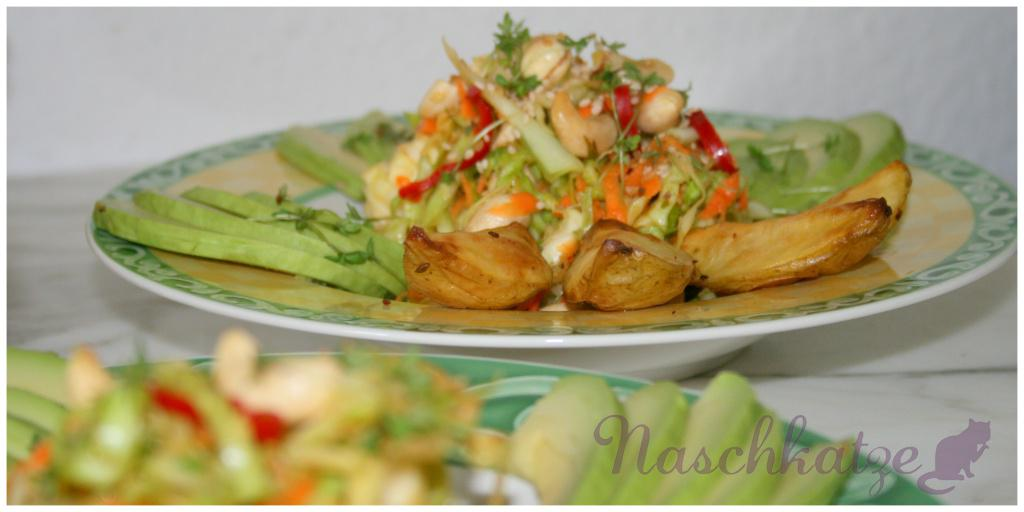 asiatischer Weißkrautsalat mit Cashews, Sesam und Chili2