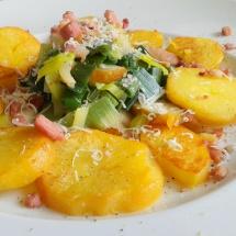 Birnen-Lauchgemüse mit Speck & Bratkartoffeln