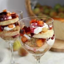 Schichtdessert mit Pfirsichkompott, Brioche & Sahnejoghurt