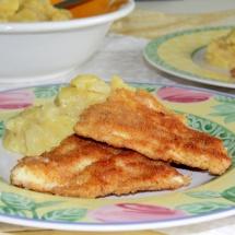 Omas gebackener Fisch mit Kartoffelsalat