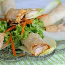 Hüttenkäse-Röllchen aus Filoteig & Salat
