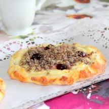 Mohnstreuselfladen mit Pudding & Amarenakirschen