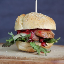 Burger mit Pilz, Käse & Preiselbeeren