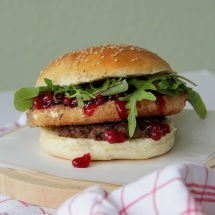 French Burger mit Camembert