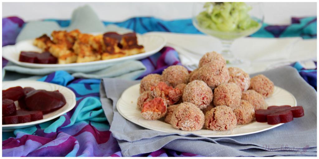 Rosa Knusperkugeln, Glücksgemüse, Käsebärchen und Gurkensalat4