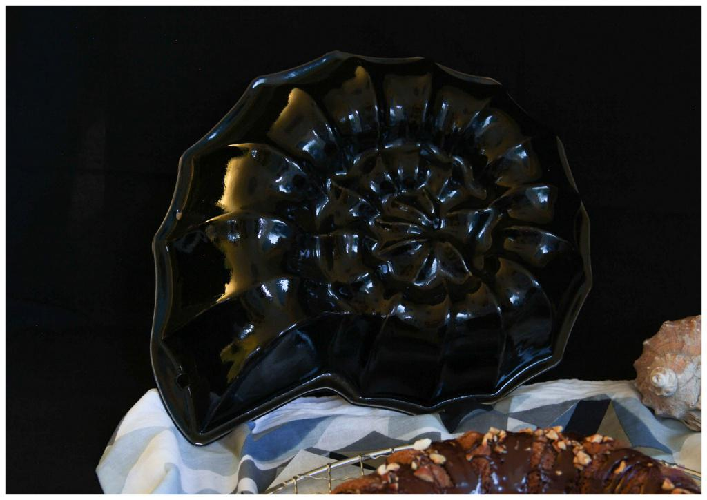 Nusskuchen mit Chia und Tonka (vegan) Form Ammonit
