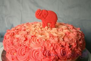 Rosa-Elefanten-Röschencreme-Torte