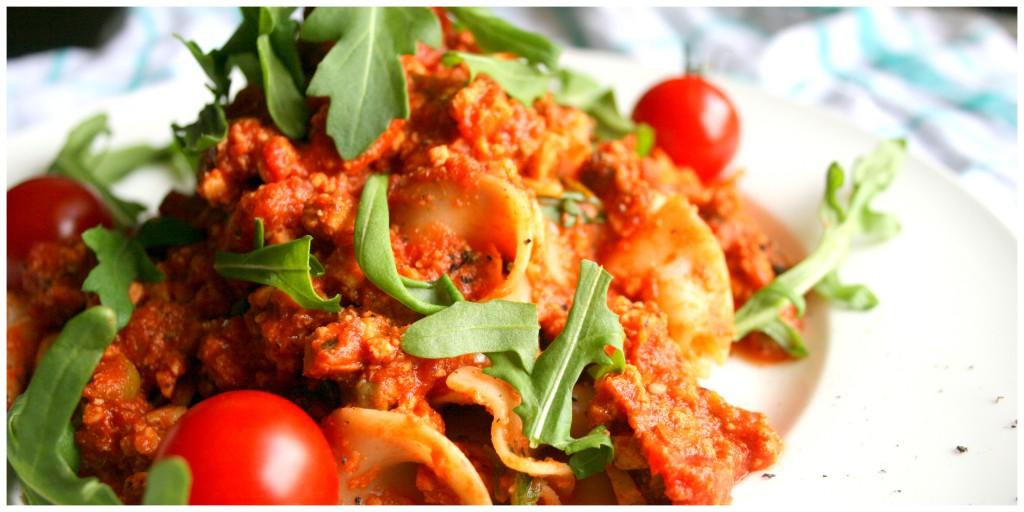 Pasta Mediterraneo mit Oliven, Tofu, Kapern und Rucola1