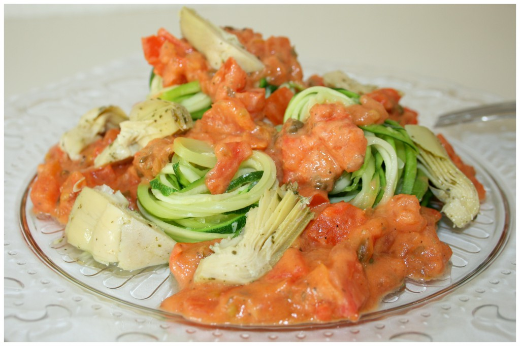 Zucchininudeln mit Tomaten-Mandelcreme und Artischocken2