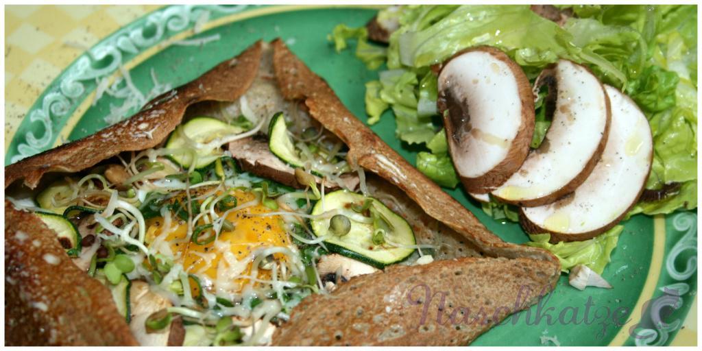 Galettes mit Käse, Ei, Gemüse & Sprossen (1)