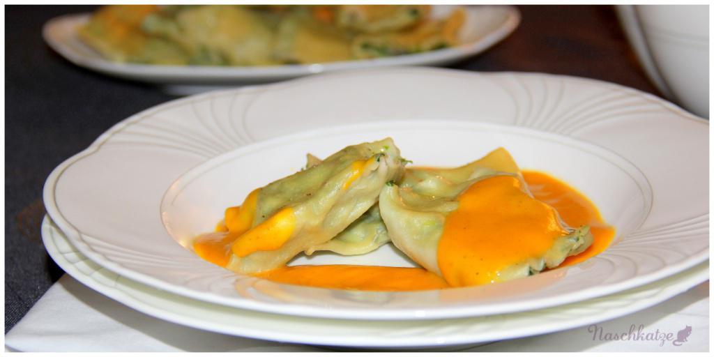 Maultaschen mit Spinat-Ricotta & Kürbis-Honig-Soße3