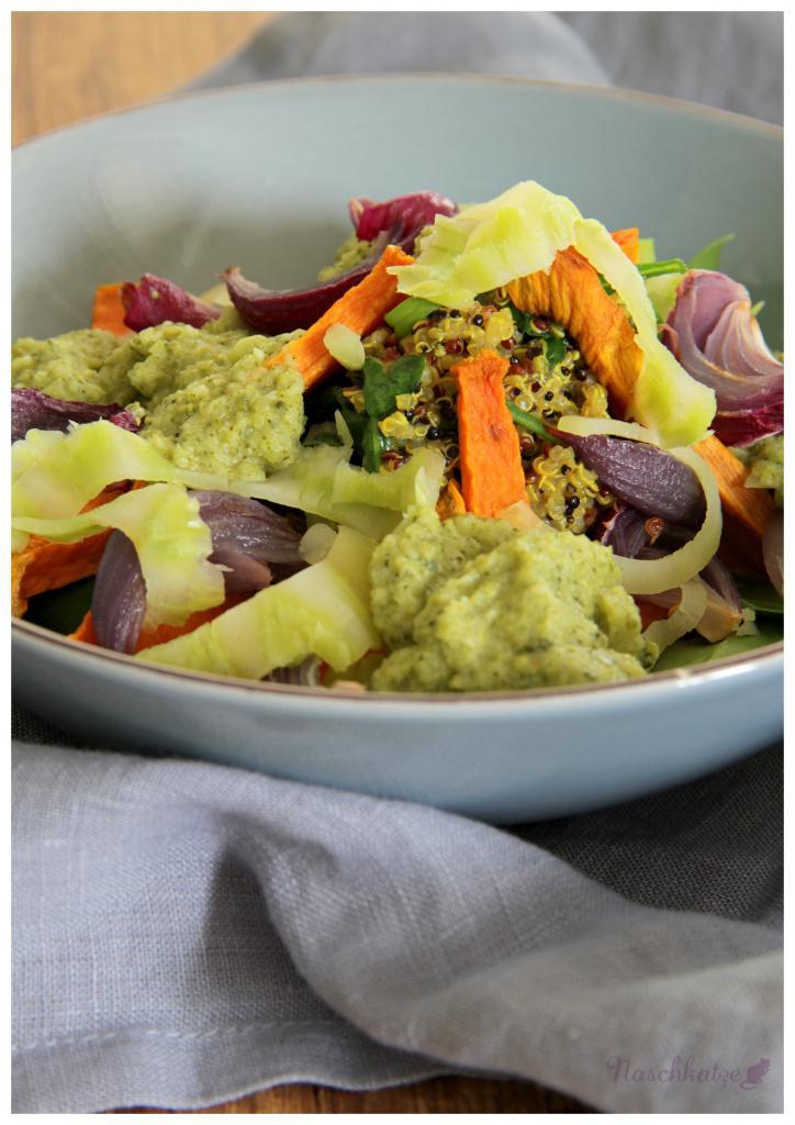 quinoa-mit-3-gemuesen-und-brokkolisosse2