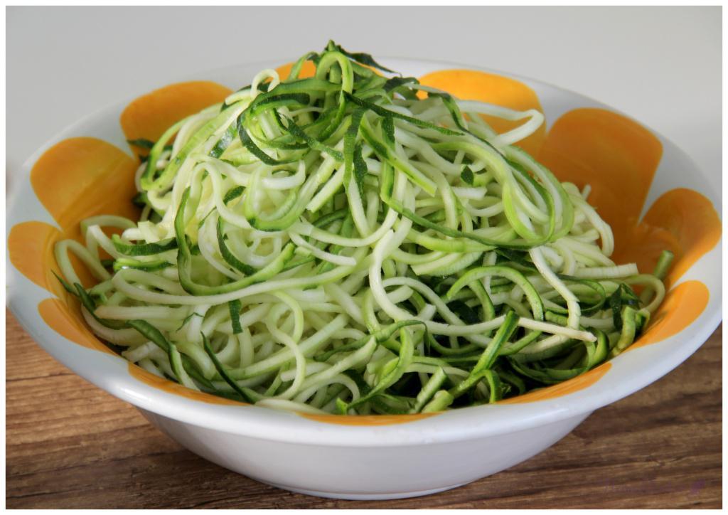zucchini-spaghetti-mit-avocado-pesto1