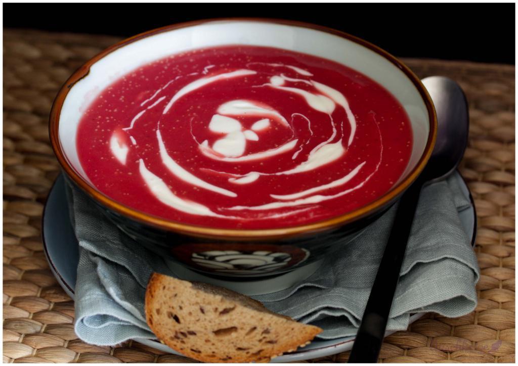 Rote Beete-Kartoffel-Suppe mit Meerrettich (2)