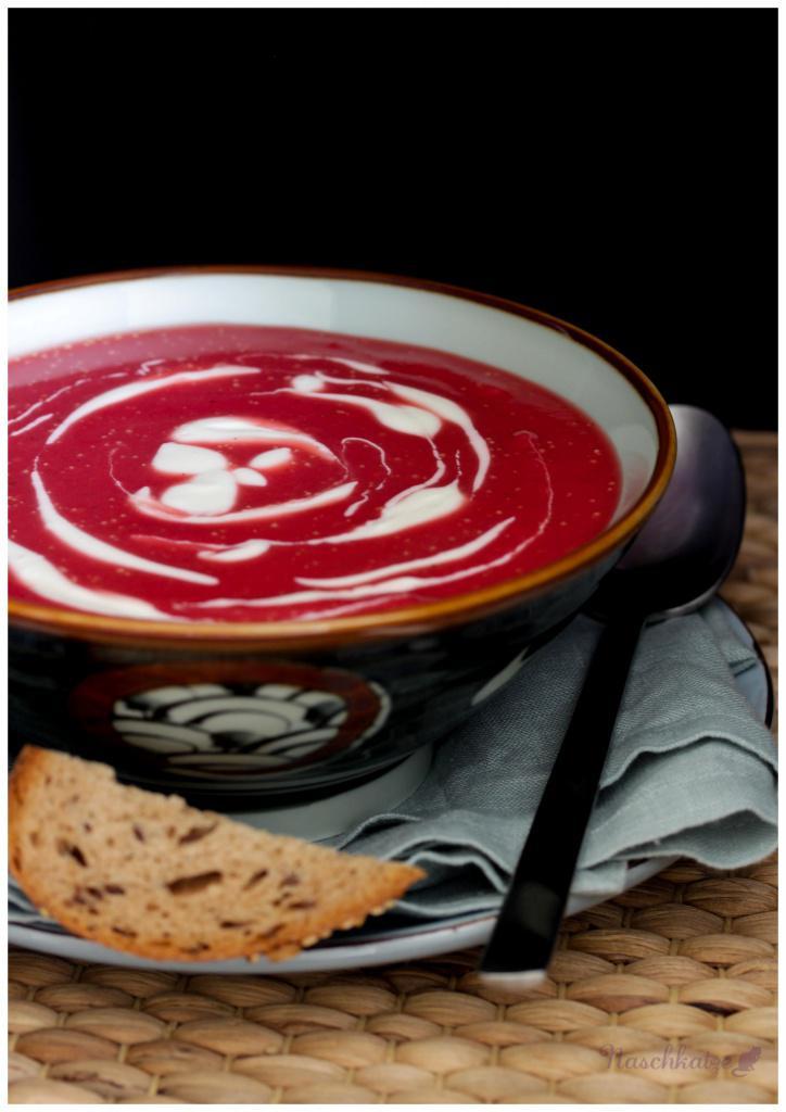 Rote Beete-Kartoffel-Suppe mit Meerrettich (3)