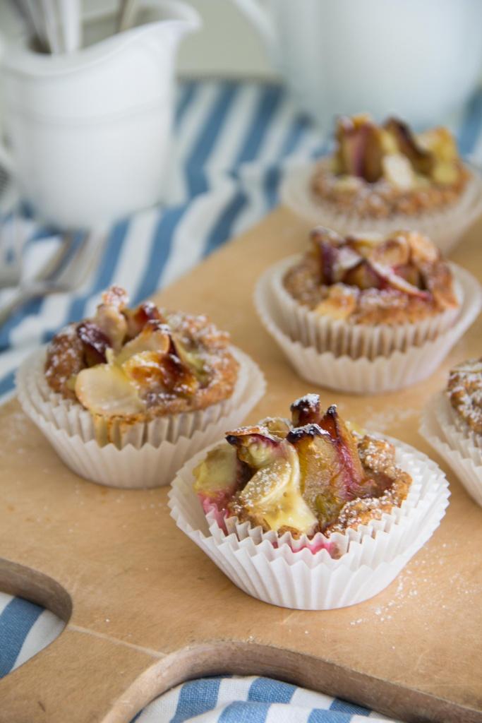 Haferflockenmuffins mit Zwetschge und Vanillepudding (vegan)